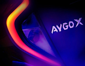 🤩 Toyotan uutuus sai nimen - Aygo X! ⚡️ Tämän täyden uuden, kompaktin crossoverin ensi-ilta koittaa marraskuussa 2021 - pysykää ...